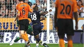 Jermain Defoe hits his second against Hull