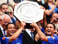 Frank-Lampard-and-John-Terry-lift-Community-Shield