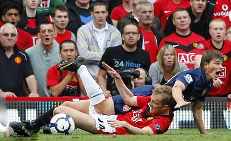 Fletcher tackles Arshavin