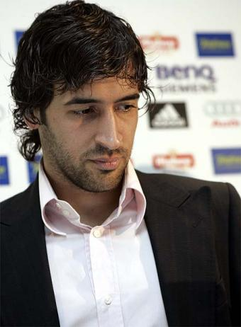 [IMG]http://wedontknowfootball.files.wordpress.com/2009/09/raul.jpg[/IMG]