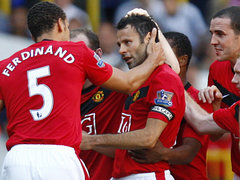 Giggs celebrates freekick goal